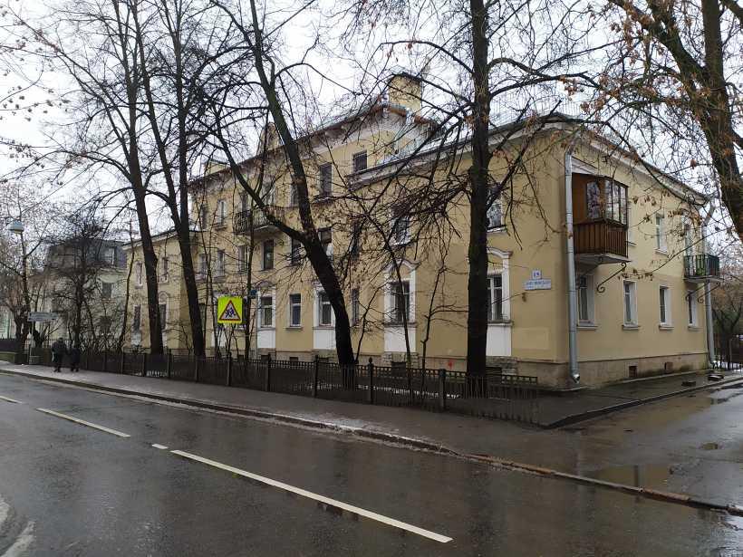 Дибуновская ул. 15