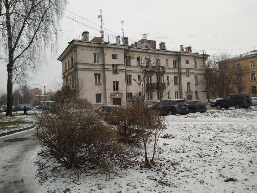 ул. Лётчика Пилютова 18
