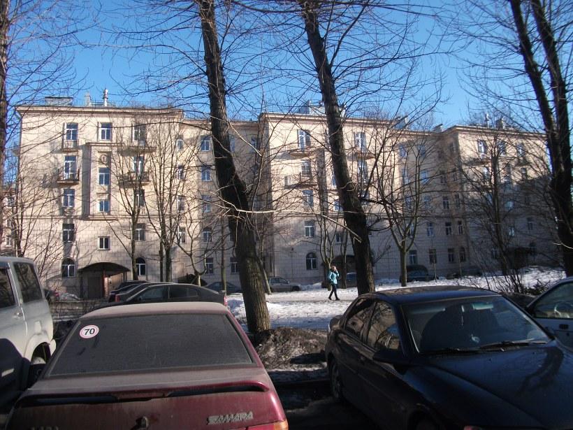 ул. Полярников 11