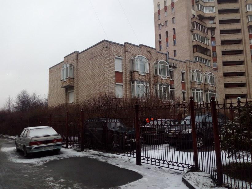 Пражская ул. 52