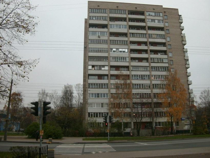 Пражская ул. 32