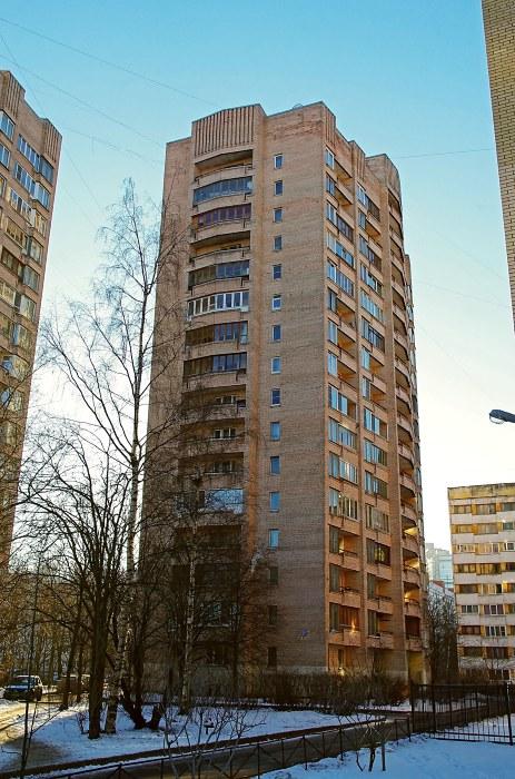 ул. Кустодиева 22