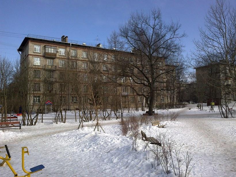 Гданьская ул. 13