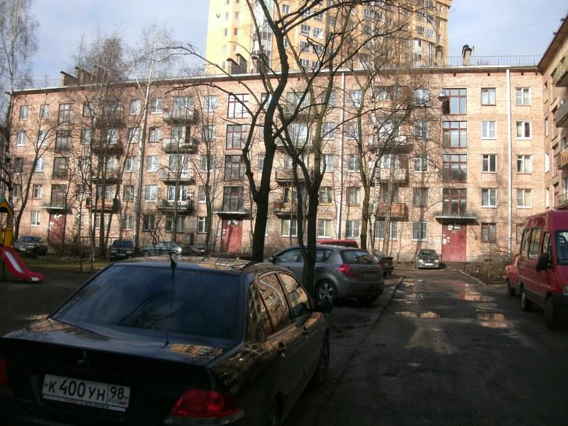 Сердобольская ул. 11, Парадные 1-3