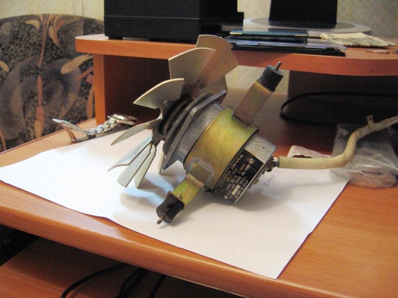 гистерезисный двигатель.jpg.