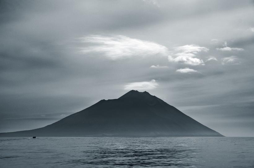 Вулкан Атсонупури - остров Итуруп, Россия