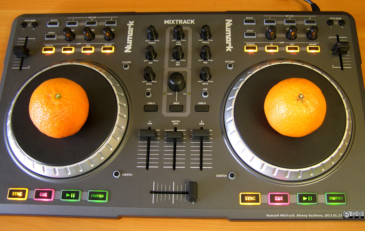 Numark MixTrack с мандаринами