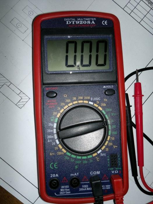Мультиметр DT9208A.
