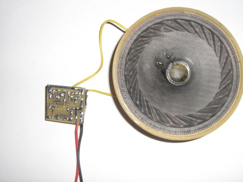 Мультивибратор на К561ЛН2 частота около 320Гц.  Пока без корпуса, питание 6В ток потребления около 1А...