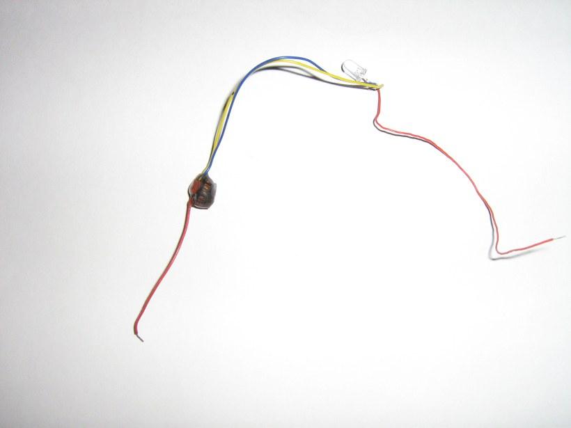 Простейшие преобразователи для светодиодов - Схемы.